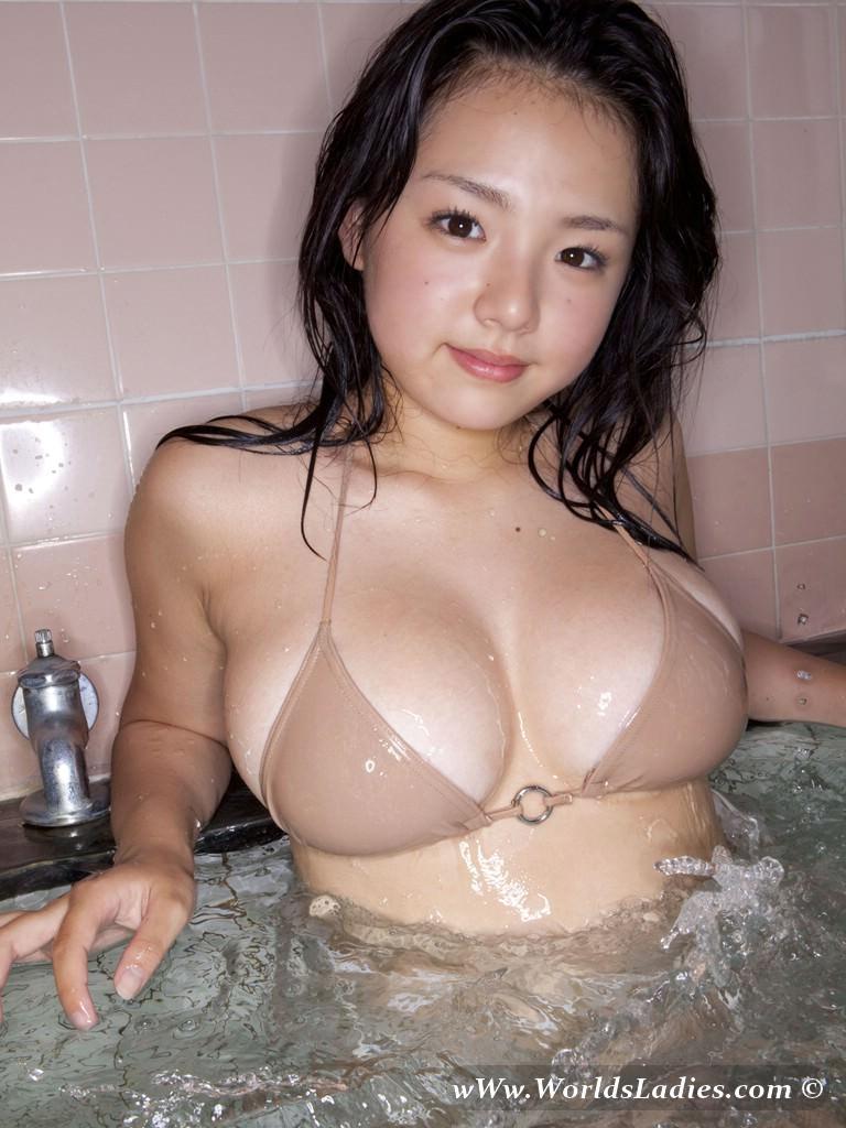 Ai Shinozaki Photo Gallery