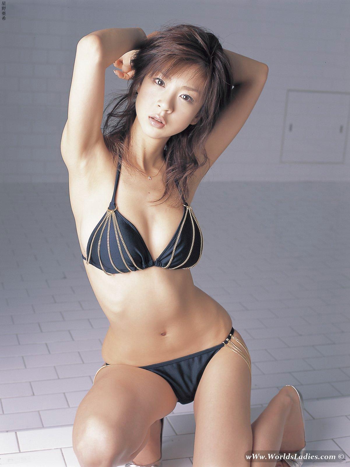 Aki Hoshino Photo Gallery