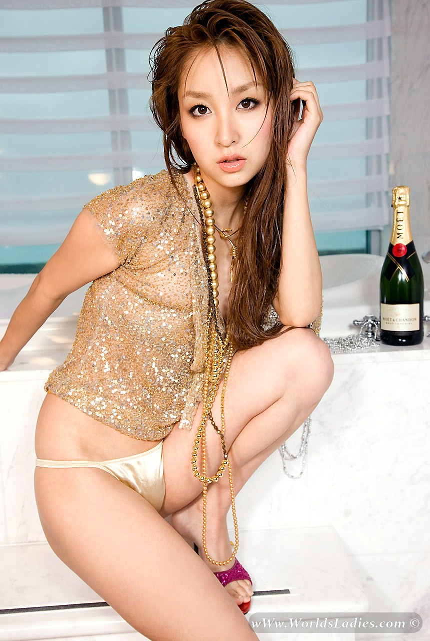 Aya Kiguchi Photo Gallery