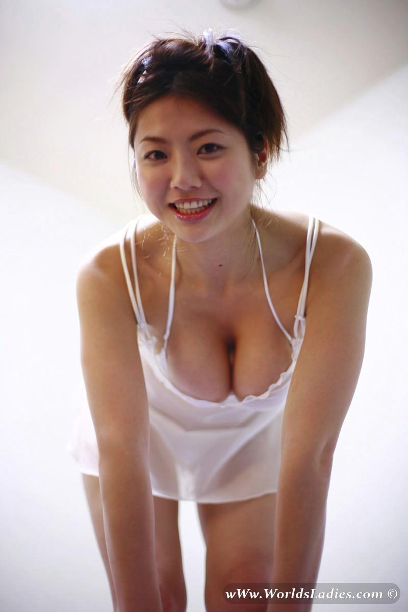 Hitomi Aizawa Photo Gallery