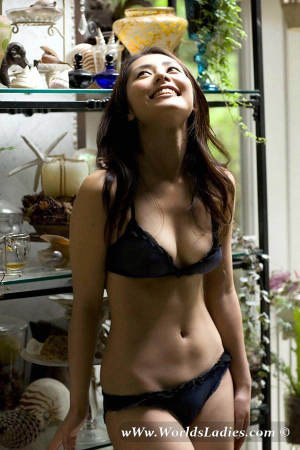 Momoko Tani Photo Gallery