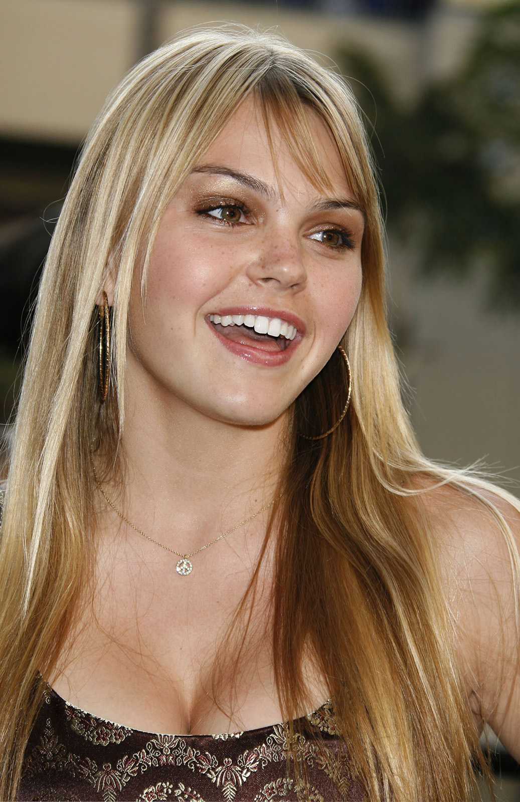 Aimee Teegarden Photo Gallery