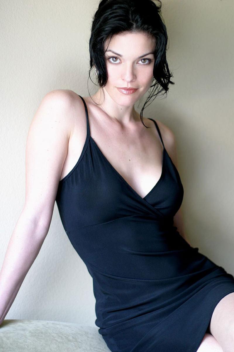 Alana De La Garza Photo Gallery