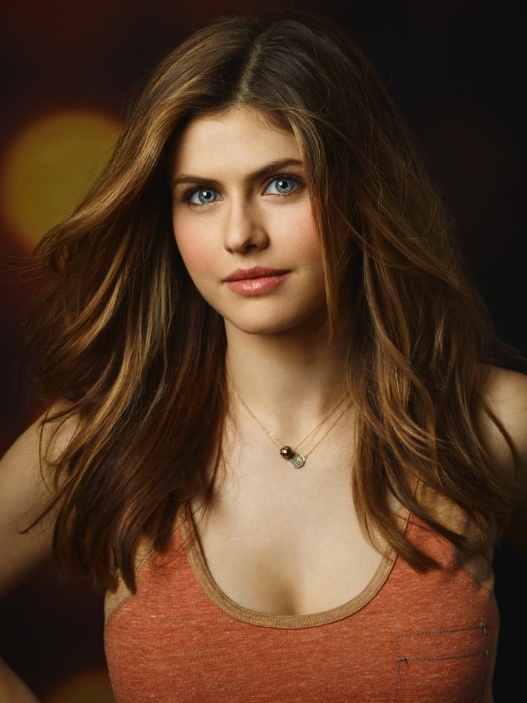 Alexandra Daddario Photo Gallery