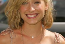 Allison Mack Photo Gallery