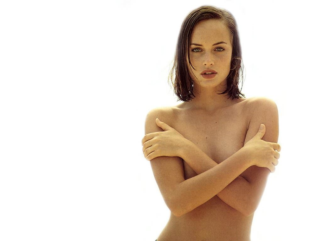 Amber Valletta Photo Gallery