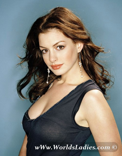 Anne Hathaway Photo Gallery