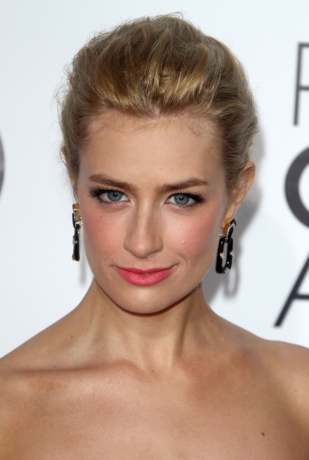 Beth Behrs Photo Gallery