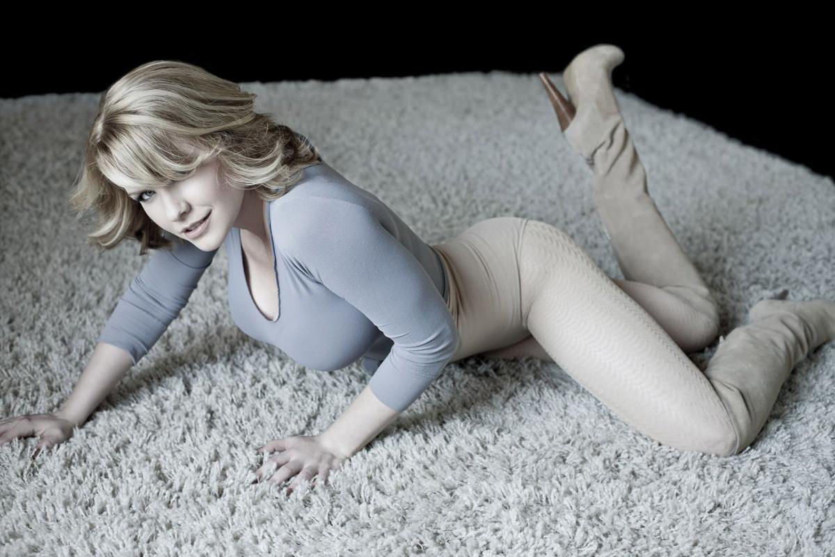 Carrie Keagan Photo Gallery