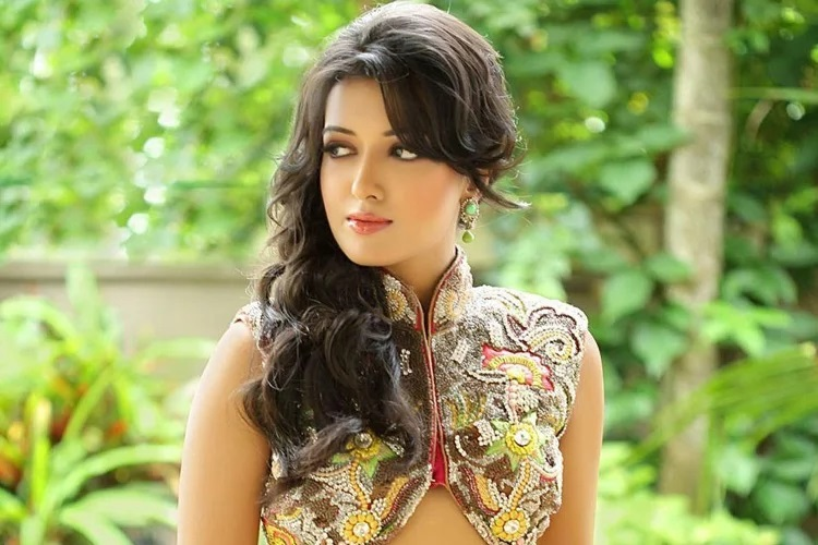 Bollywood Actress Catherine Tresa Best New Video Gallery