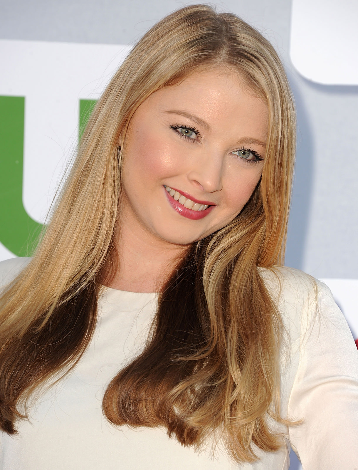 Elisabeth Harnois Photo Gallery