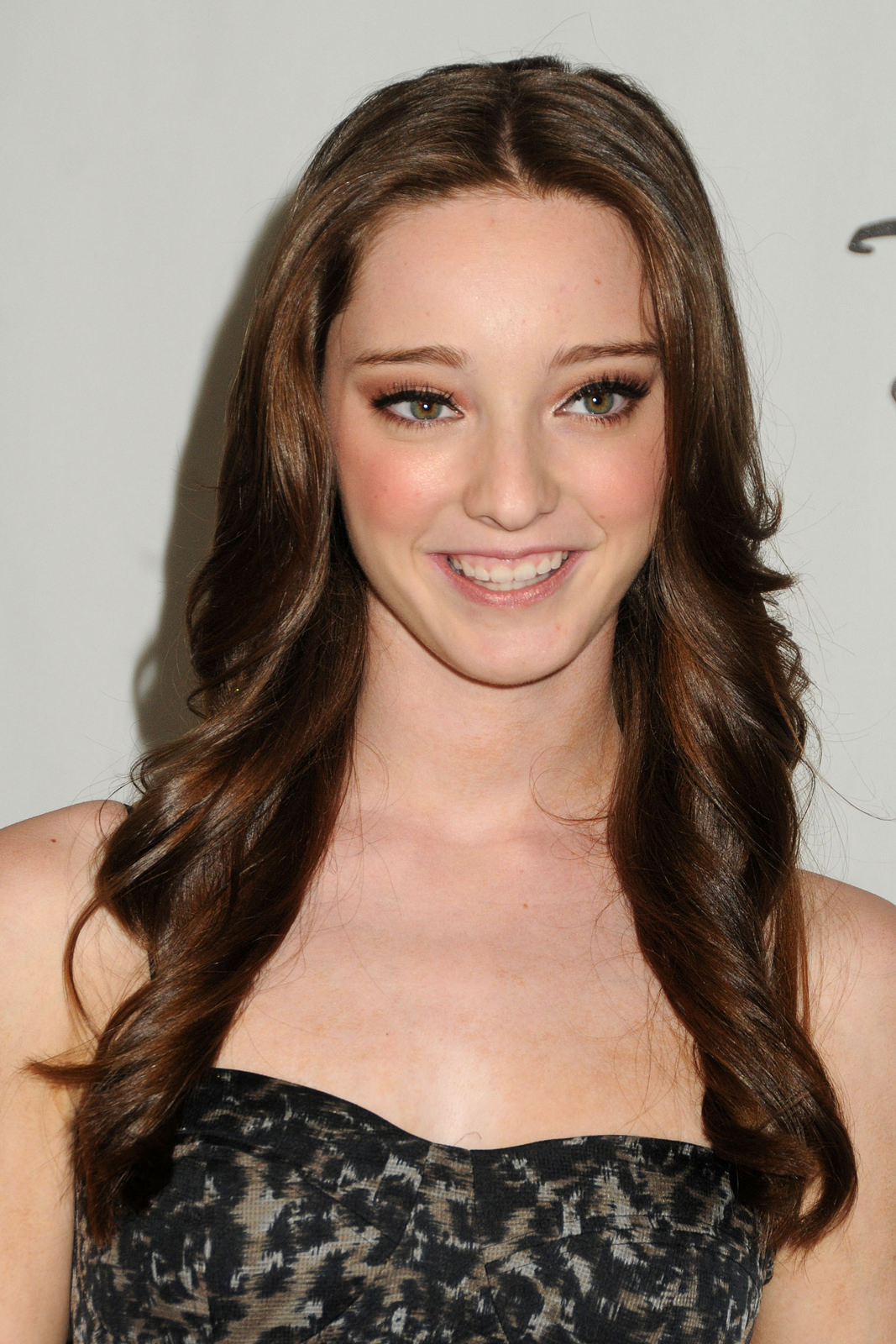 Emma Dumont Photo Gallery