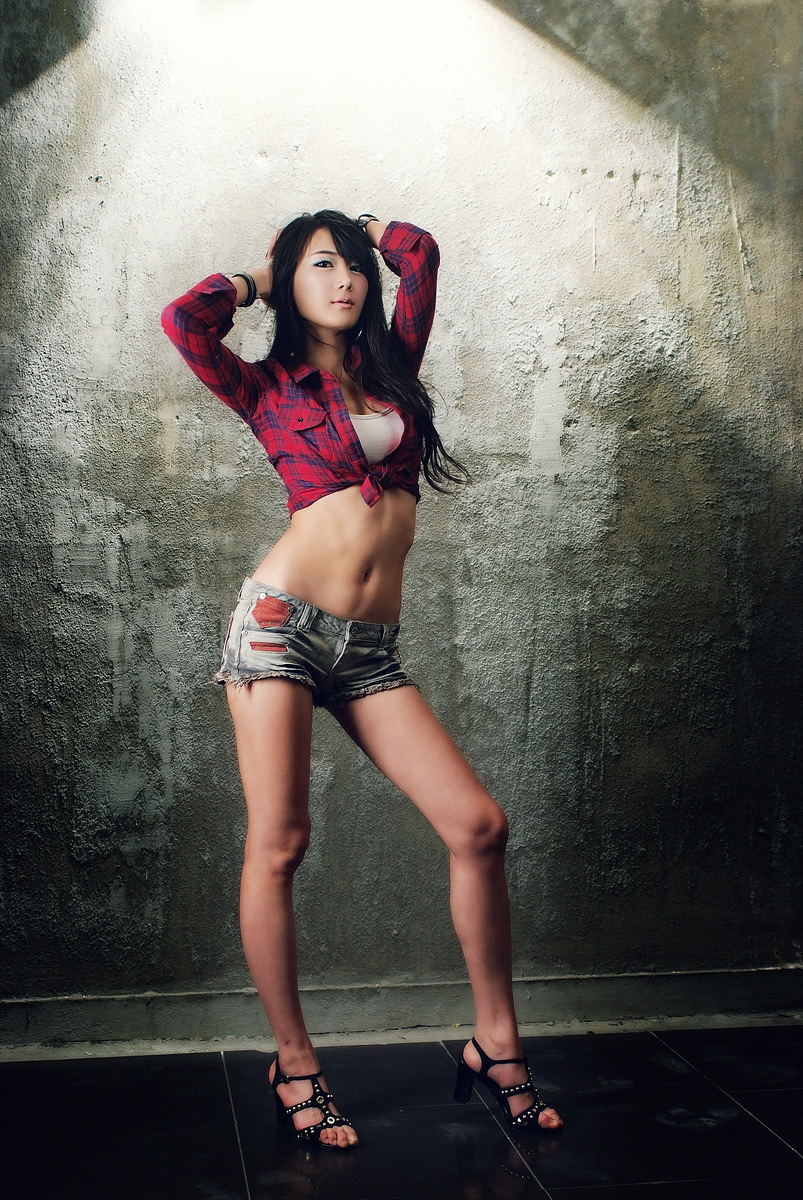Han Chae Photo Gallery