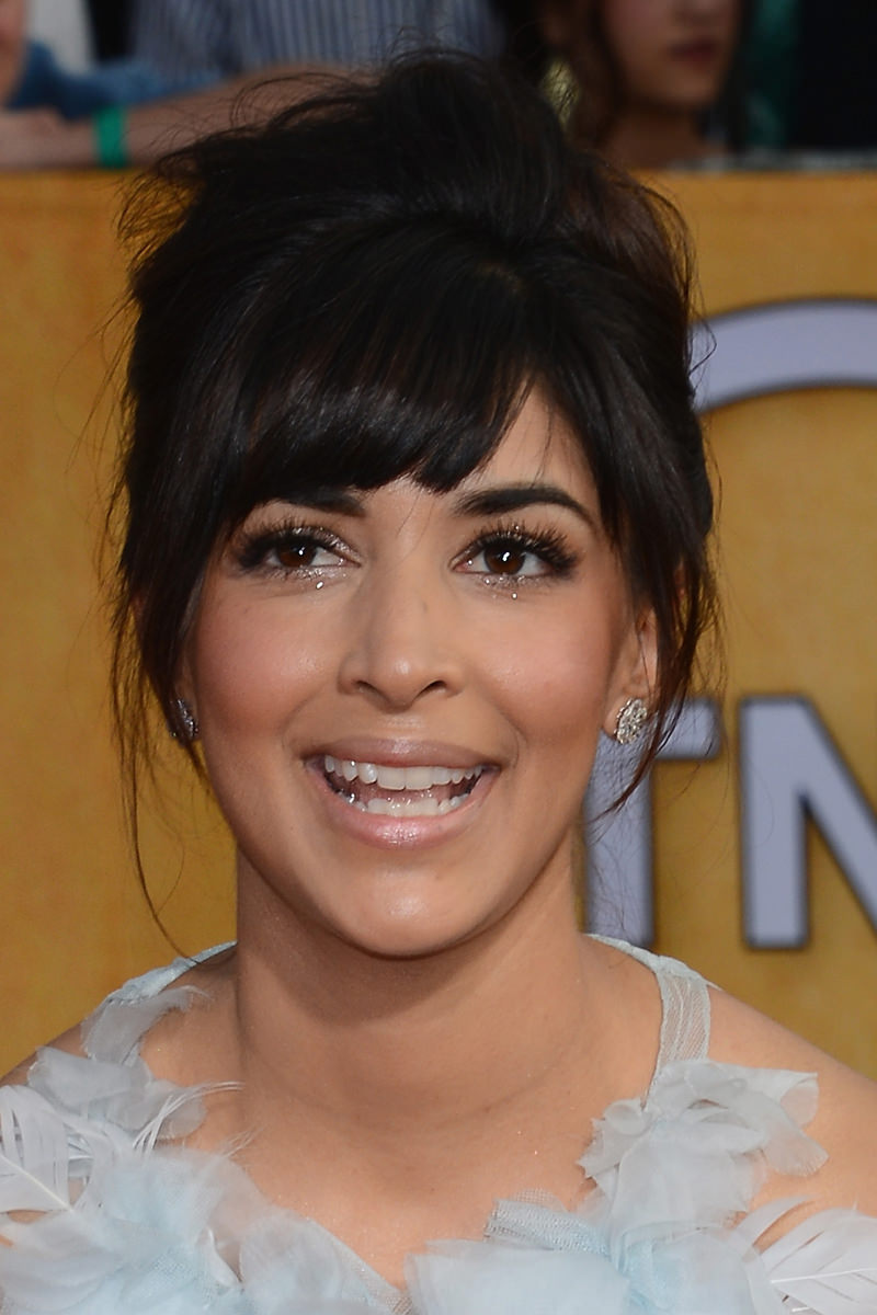 Hannah Simone Photo Gallery
