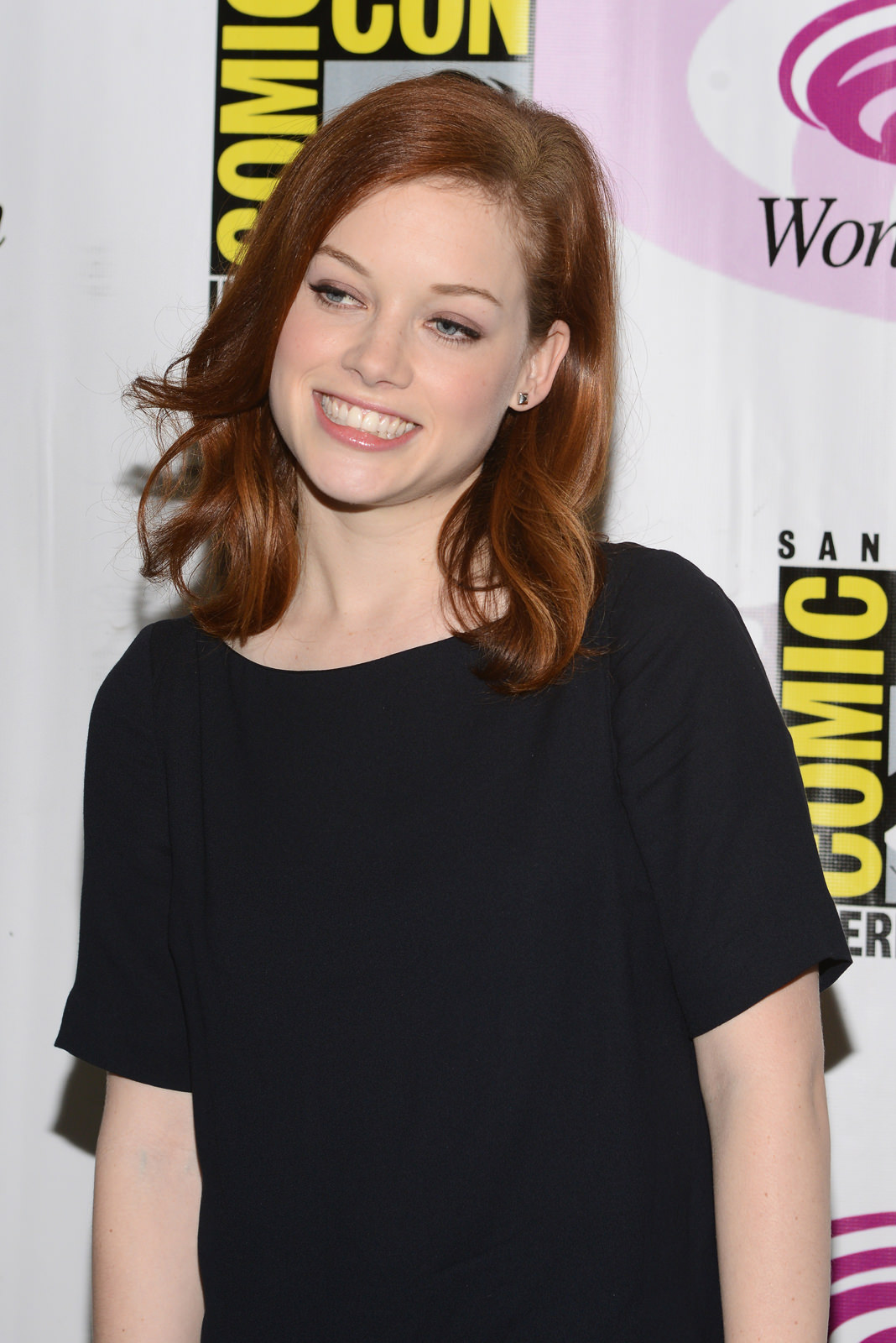 Jane Levy Photo Gallery