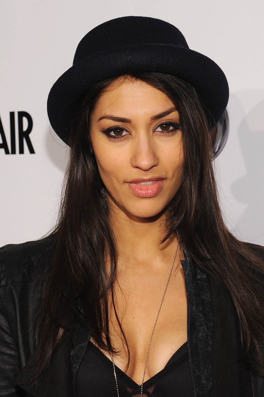 Janina Gavankar Photo Gallery