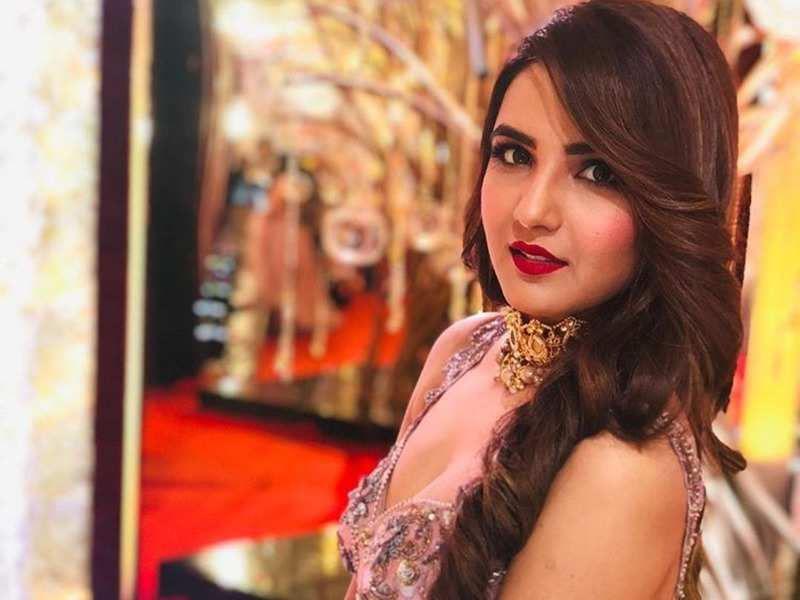 Bollywood Actress Jasmin Bhasin Best New Video Gallery