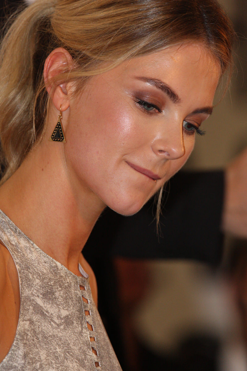 Jennifer Hawkins Photo Gallery