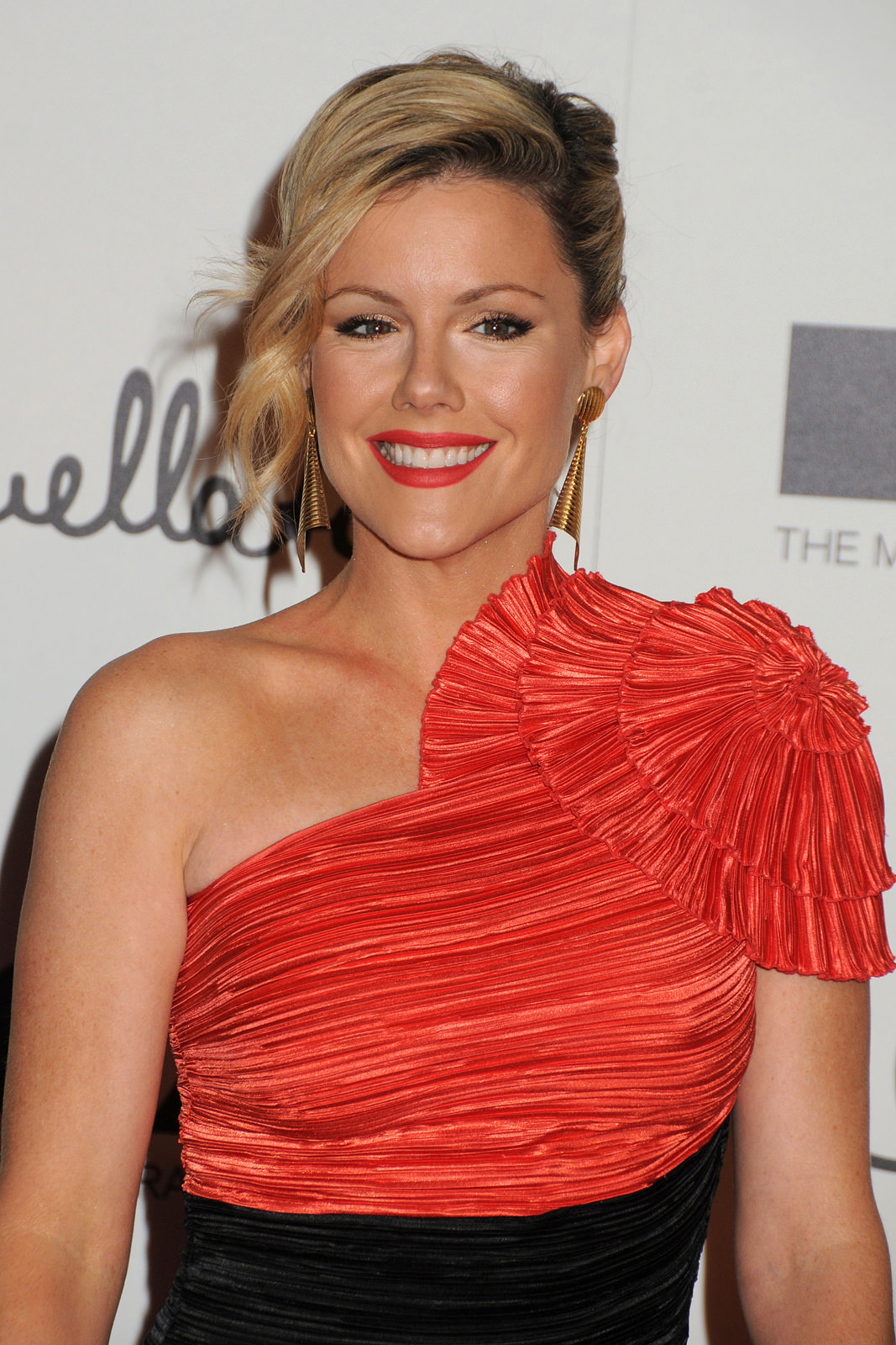 Kathleen Robertson Photo Gallery
