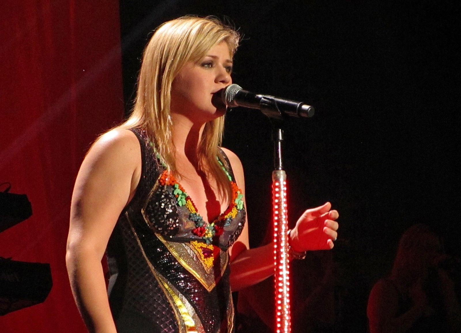 Kelly Clarkson Photo Gallery