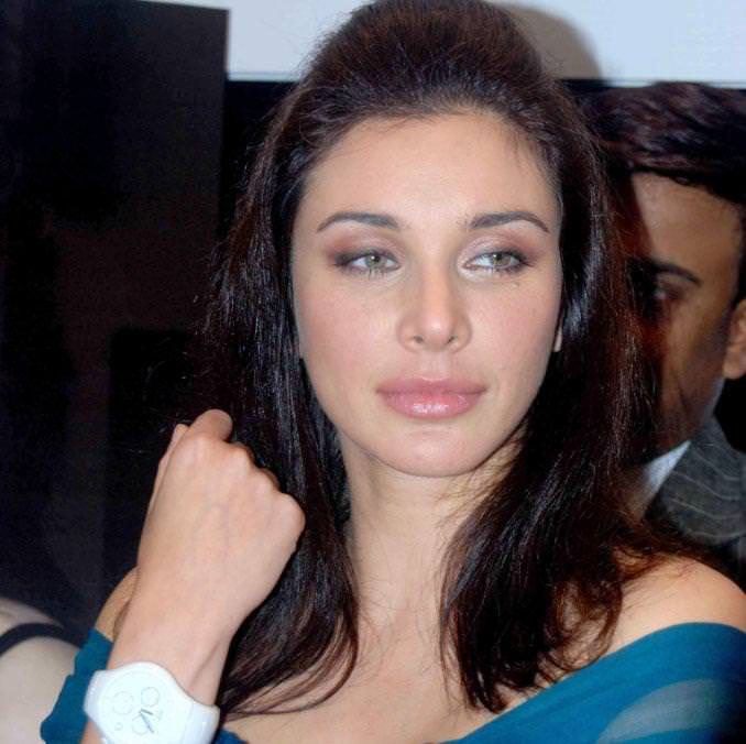 Lisa Ray Photo Gallery
