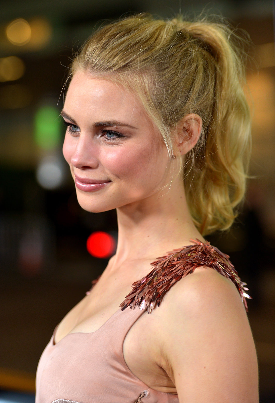 Lucy Fry Photo Gallery
