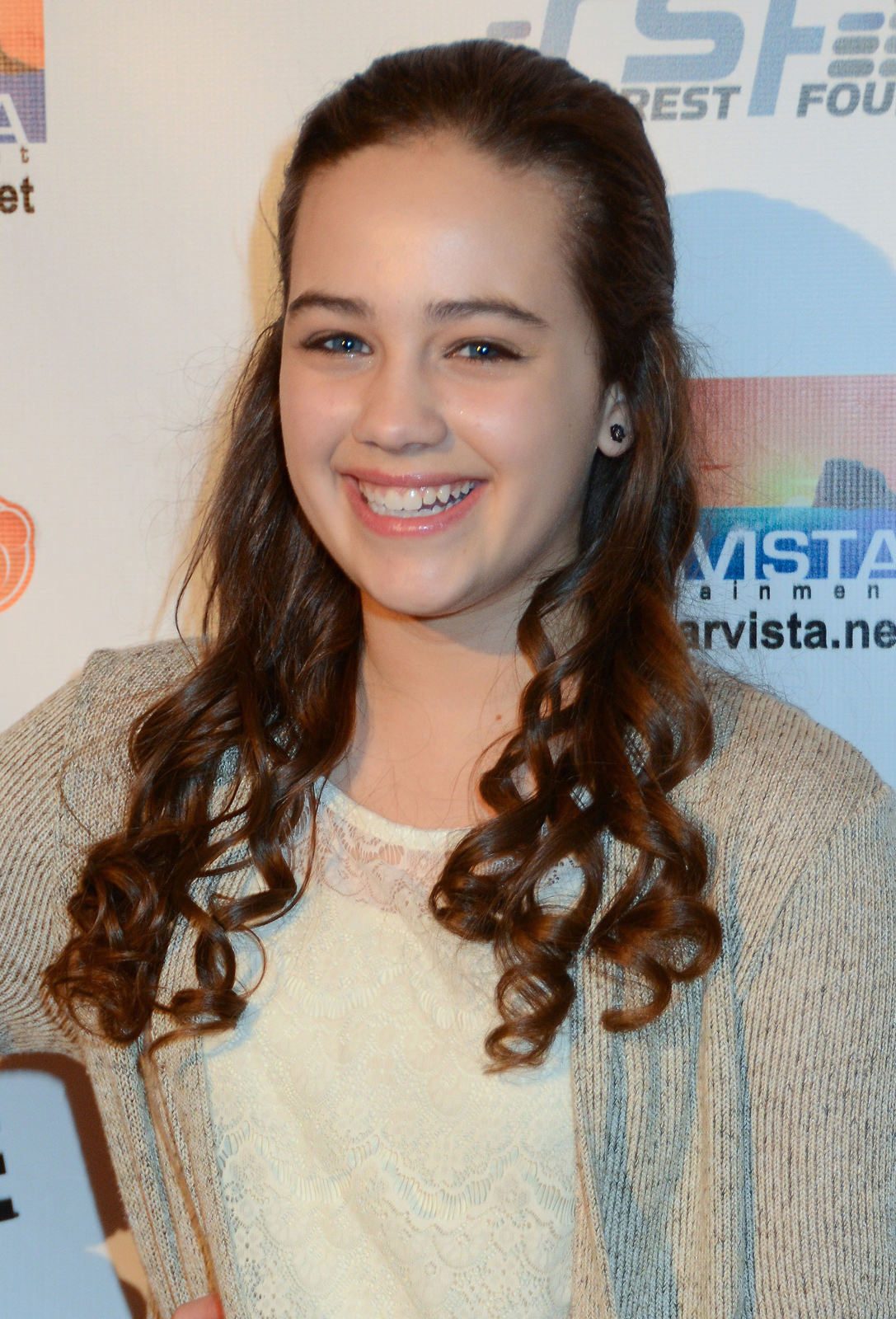 Mary Mouser Photo Gallery