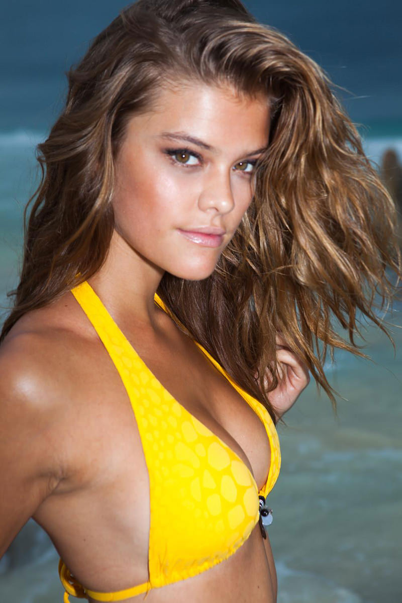 Nina Agdal Photo Gallery