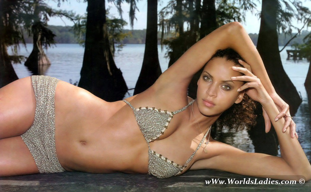Noemie Lenoir Photo Gallery