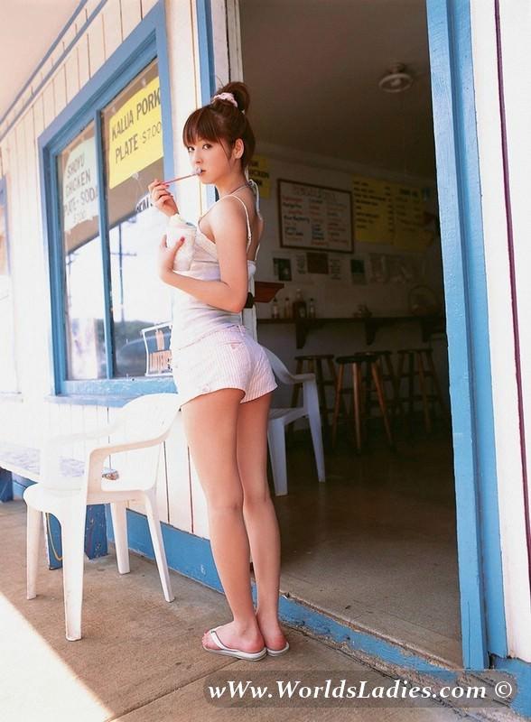 Nozomi Sasaki Photo Gallery