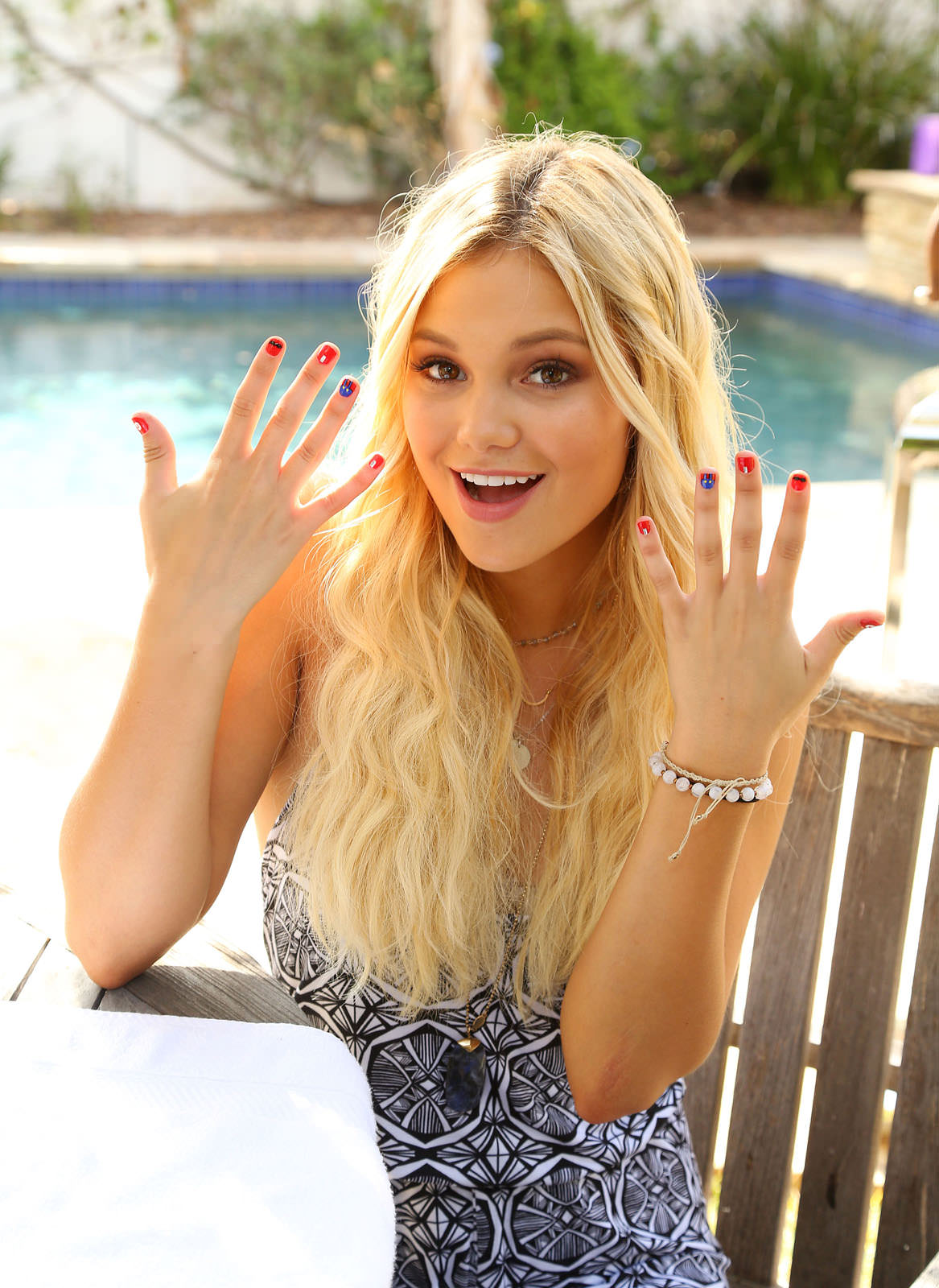 Olivia Holt Photo Gallery