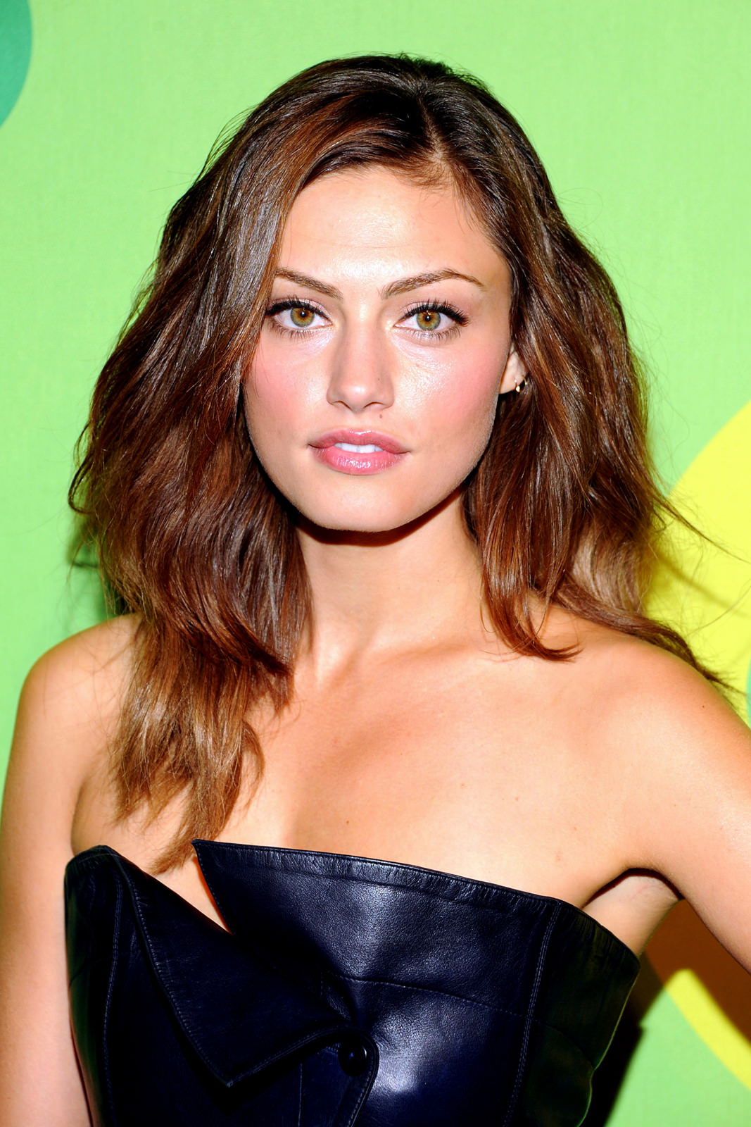 Phoebe Tonkin Photo Gallery