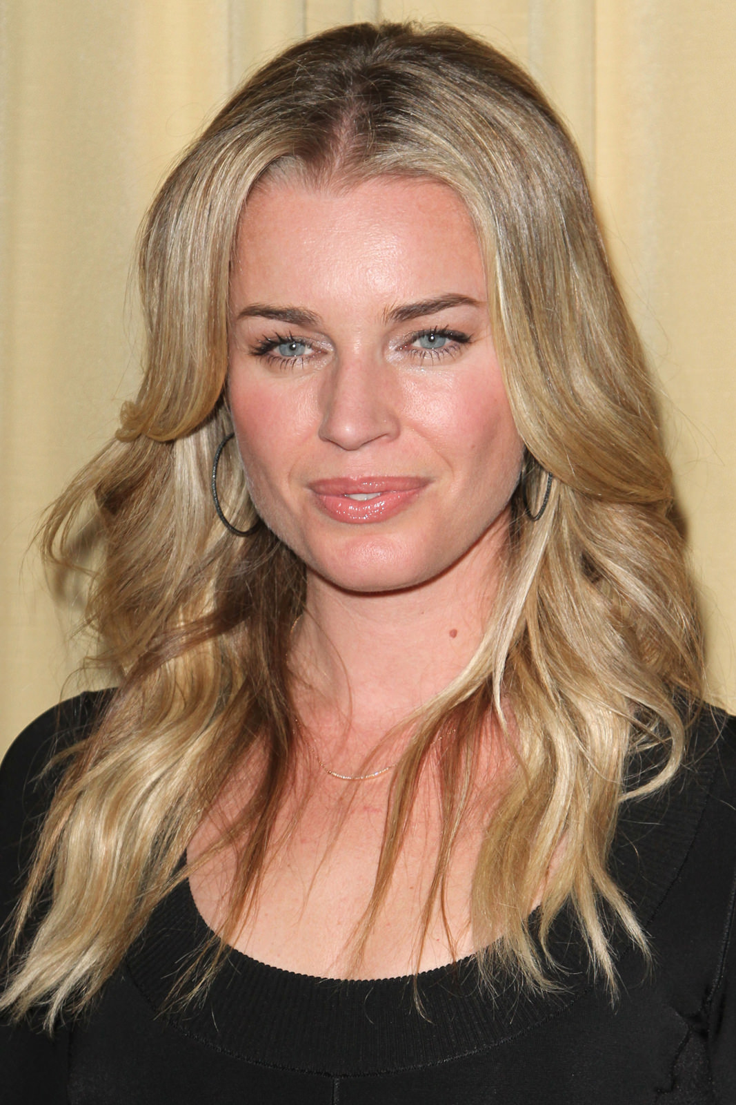 Rebecca Romijn Photo Gallery