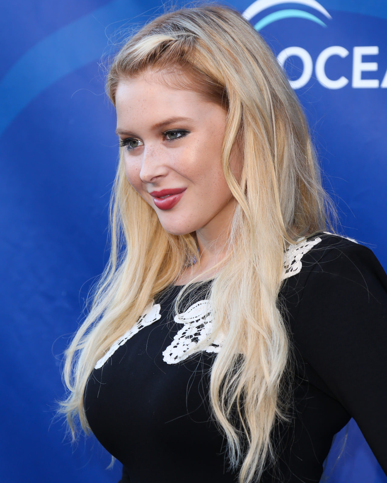 Renee Olstead Photo Gallery