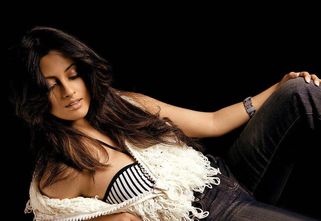 Riya Sen Photo Gallery
