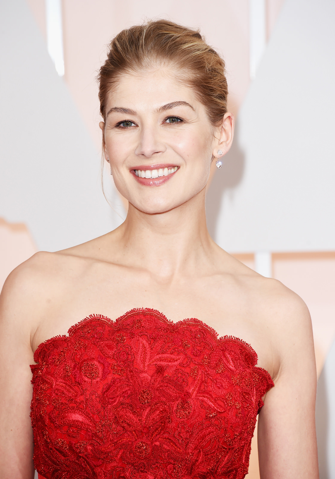 Rosamund Pike Photo Gallery