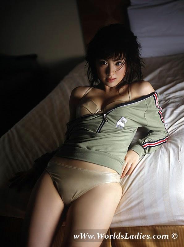 Saki Seto Photo Gallery
