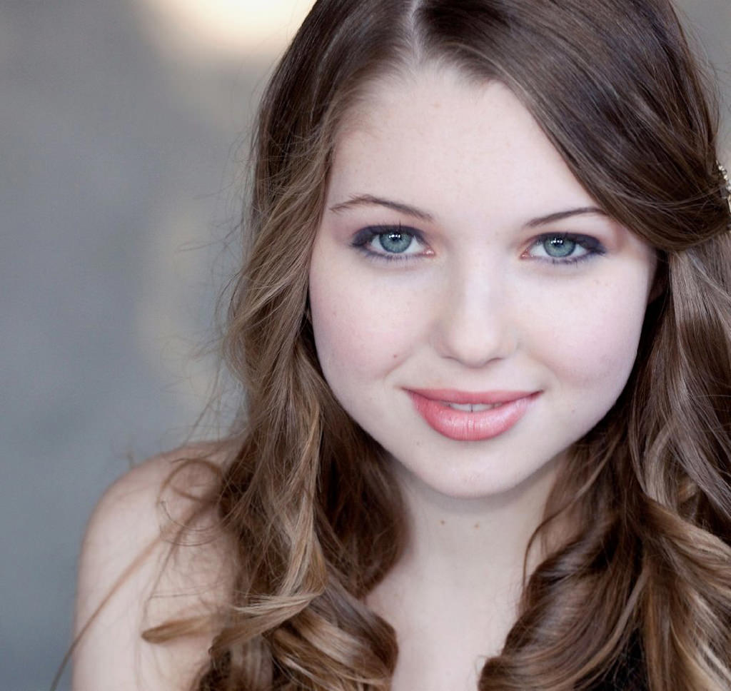 Sammi Hanratty Photo Gallery