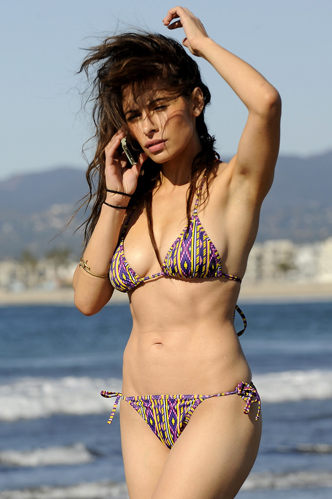 Sarah Shahi Photo Gallery