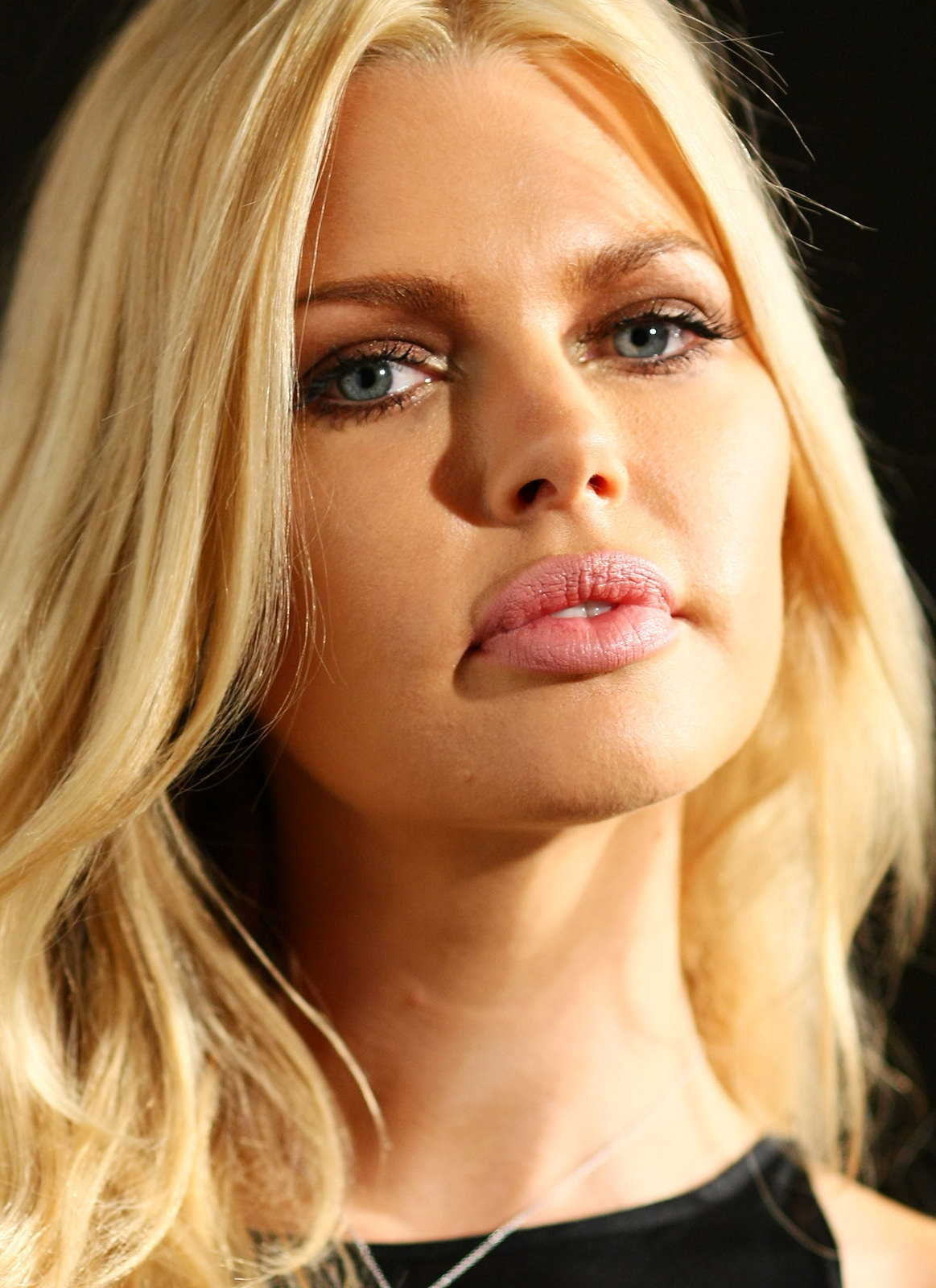 Sophie Monk Photo Gallery