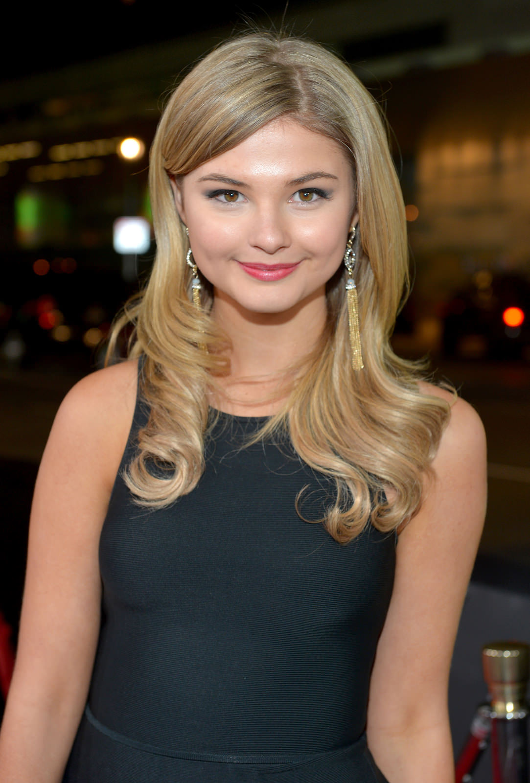 Stefanie Scott Photo Gallery