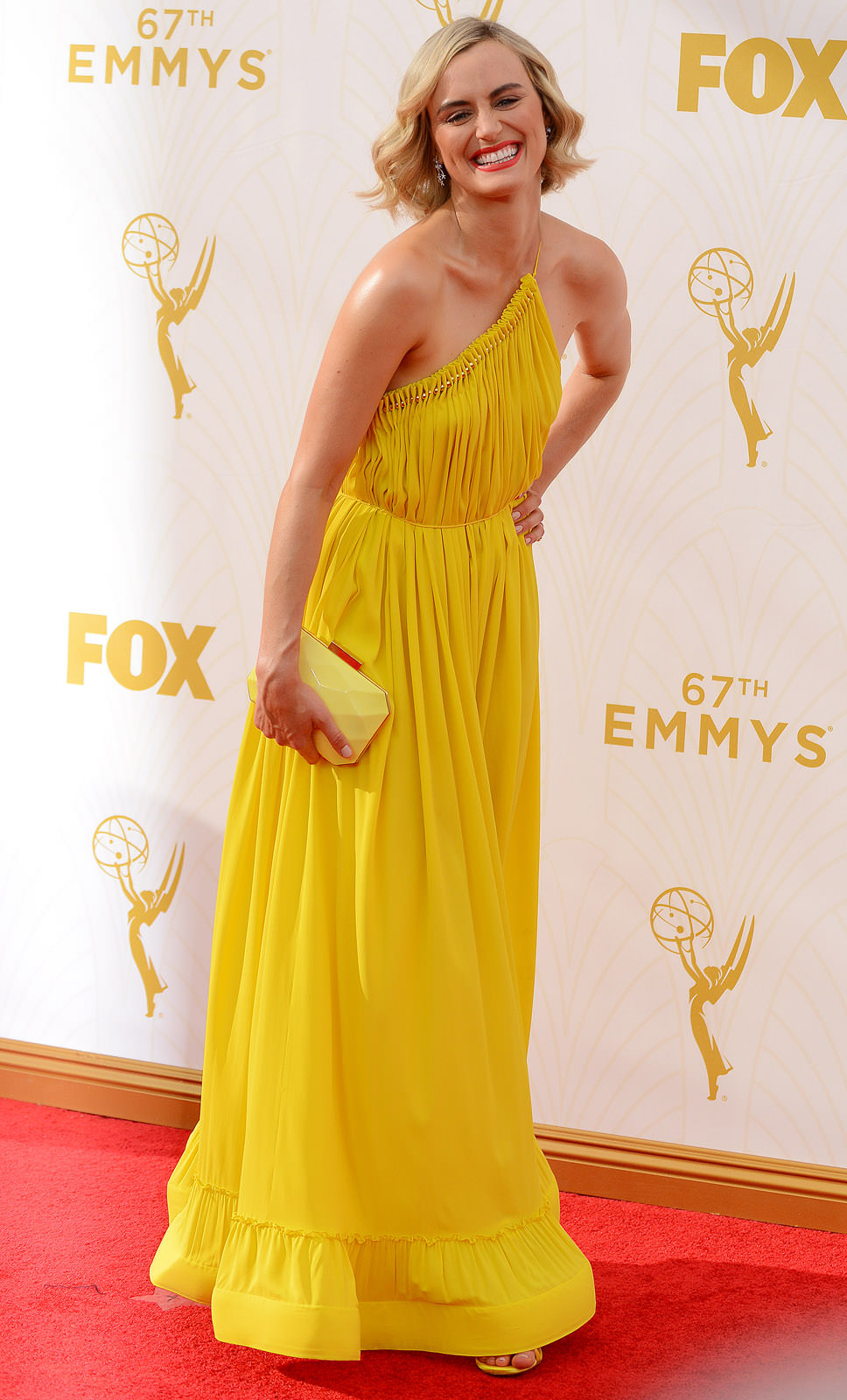 Taylor Schilling Photo Gallery