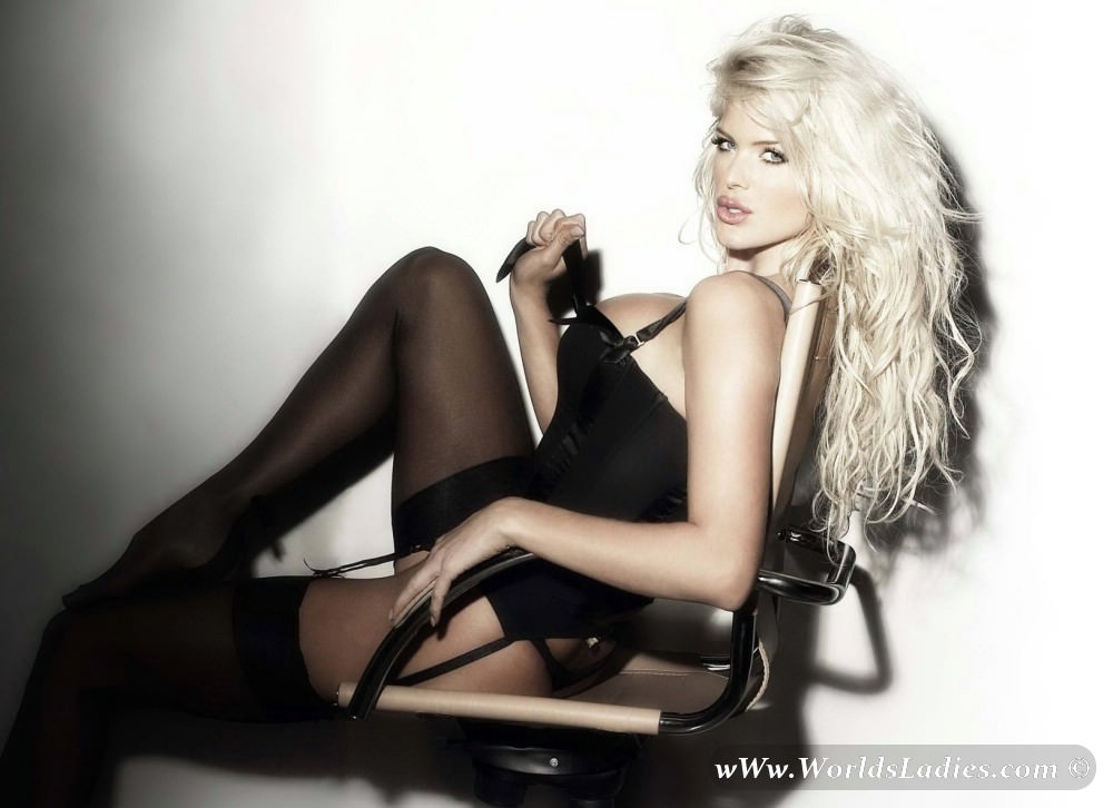 Victoria Silvstedt Photo Gallery