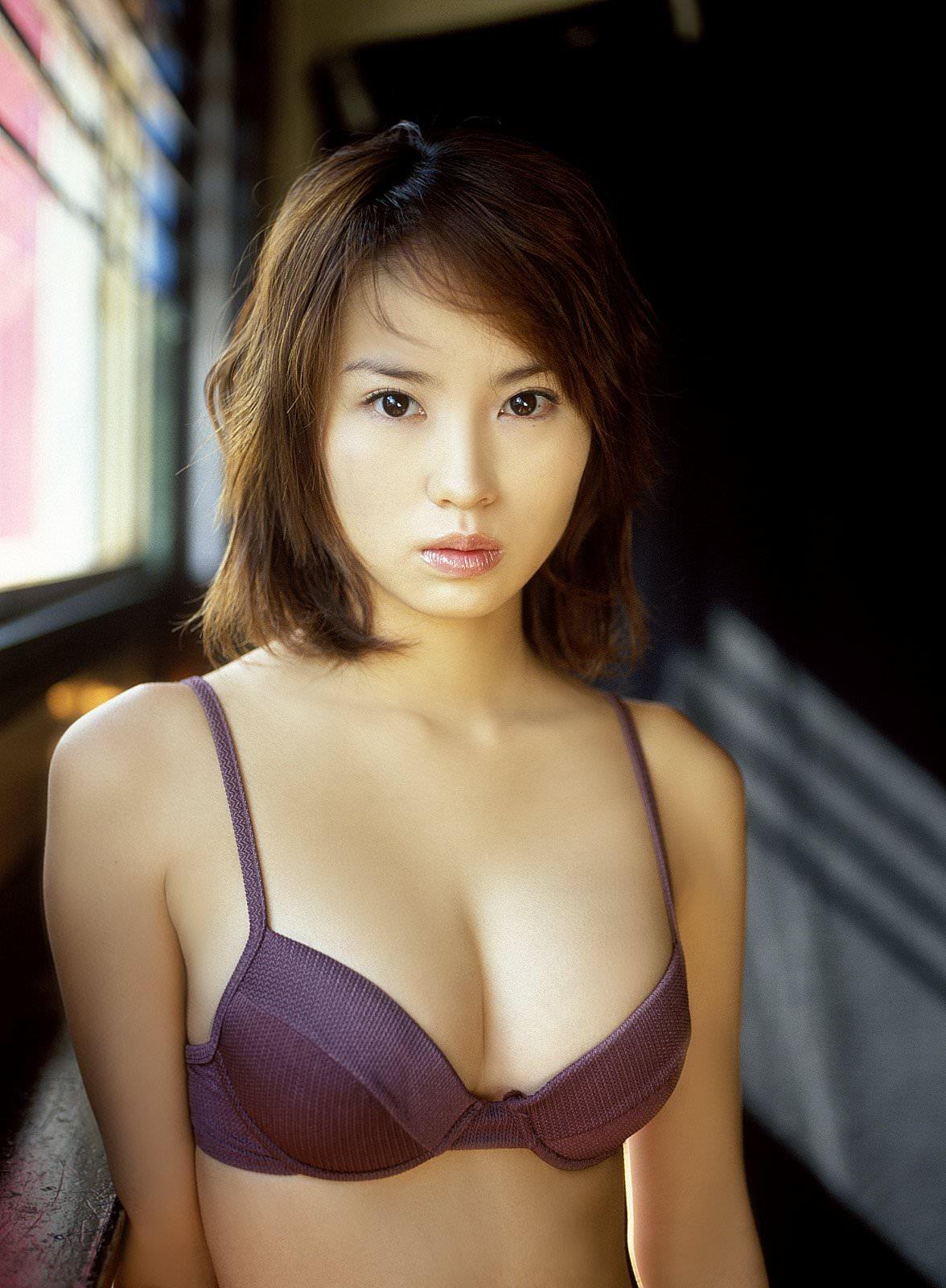 Yui Ishikawa Photo Gallery